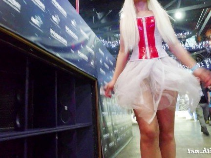 Гиг Порно Жопастая блондинка  прогуливается в сексуальном наряде снимая интервью HD Косплей Музыка На Публике Порно Звезды Реалити Порно гигпорно видео