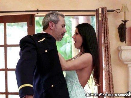 Гиг Порно Мамаша с сочными сисяндрами ублажает брутального пилота своей вагинкой HD Зрелые Женщины Красотки Куннилингус Маленькие Сиськи Порно Звезды гигпорно видео