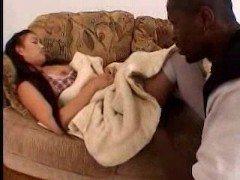 Гиг порно Негр отжарил тайскую красавицу в белых чулках нарушив ее сладкий сон гигпорно Азиатки Большие Члены Межрасовый Секс Порно Звезды Униформа бесплатное секс видео