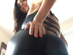 Гиг порно Англичанка с сексуальной фигурой жестко дразнится жопой в латексе Большие Сиськи Брюнетки Красотки Порно Звезды Фетиш гигпорно бесплатное видео
