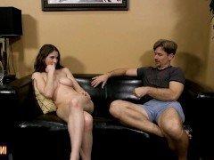 Порно Брюнетка с игривым характером сделала горловой минет для кавалера видео