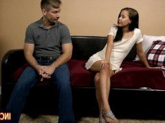 Секс Молодая баба предложила избраннику ролевые игры с трахом в пизду видео