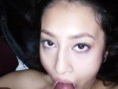Секс Азиатка с большой грудью посасывает хуй без резинки от 1-го лица видео