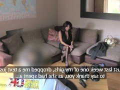 Порно Английская мамочка согласилась на еблю в жопу чтобы пройти порно кастинг видео
