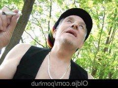 Гиг порно Старый пофигист оттоптал бритую письку молодой телочки на природе гигпорно HD Красотки Молодые На Публике Порно Звезды Старые и Молодые бесплатное секс видео