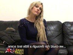 Порно Красивая англичанка прошла жесткий сексуальный кастинг от 1-го лица видео