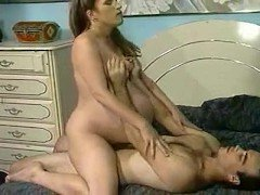 Секс Беременная мамаша долбится в волосатую пиздень верхом на члене видео