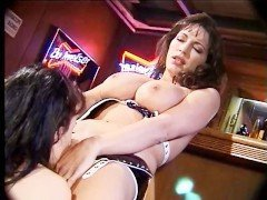 Секс Две плохие милфы балуются глубоким кунилингусом до неистового оргазма видео