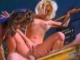 Секс ролик: Грудастые сучки наслаждаются членом орудующим у них в пизде