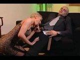 Зрелая сисястая блондинка Светлана и сосет хорошо и в попку дает