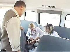 Гиг Порно  Молодые студентки совратили водителя автобуса и потрахались с ним