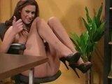 Европейская порно модель ножками в чулочках доводит паренька