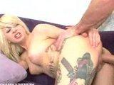 Татуированную грудастую блондинку задолбили большим хуем