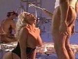 Грудастая порно звезда получила взрыв спермы за свои старания
