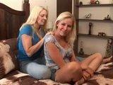 Зрелые блондинки-лесбиянки соблазнились на совместные ласки