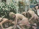 Ретро порно - в старину тоже любили горячую и дикую групповуху