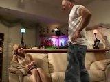 Молоденькая порно-звёздочка с плотной киской на крепкий член