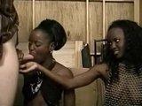 Видео-нарезка с гигантскими фаллосами буравящими женские дырки