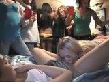 Пьяные молодые студентки устроили вечеринку вылизанных кисок