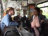 Гиг Порно  Огромные натуральные молочные дойки в общественном транспорте