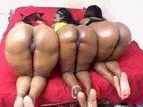 Гиг Порно  Три негритянки с огромными жопами резвятся с общим знакомым