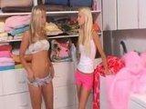Две секспильные блондиночки-лесбиянки с мокрыми розовыми кисками