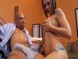 Молодую порно-звёздочку хорошо оттрахал нигер с большим фаллосом