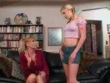 Молодая девушка + изголодавшаяся старая и опытная лесбиянка