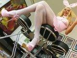 Грудастая и знойная порно-звезда в роли страстной розовой крольчихи