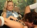 Гиг Порно  Молодая худенькая блондиночка против большого крепкого члена