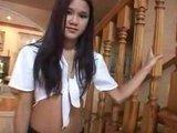 Хрупкая азиатская девчушка получала свою порцию белой спермы