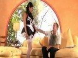 Гиг Порно  Весьма сексапильная горничная с пышной грудью и розовой киской