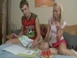 Гиг Порно  Хрупкая юная блондиночка уже любит жесткую и глубокую порку