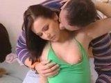Молодая парочка показывает весьма чувственный и нежный секс