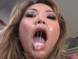 И снова голодные сучки ловят раскрытыми ртами выстрелы спермы