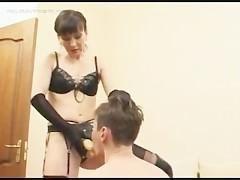 Две зрелые бабы надели страпоны и жестко трахают сексуального раба