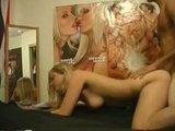 Юня студенческая парочка пишет на камеру своё домашнее порно видео