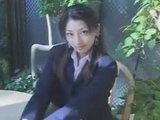 Юная японская студентка с мохнатой и ненасытной розовой киской