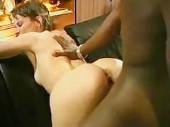 Муж разрешил негру выебать свою озабоченную зрелую супругу в сладкую жопу