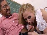 Зрелая учительница отдалась своему коллеге