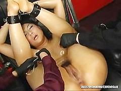 Особый японский фетиш с бондажем и кончающей от пыток с криками девкой