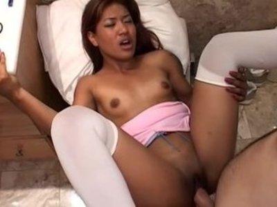 gig-porno-miniatyurnuyu-aziatku