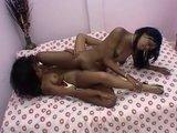 Сочные темнокожие лесбиянки показывают свою страстную и чёрную любовь
