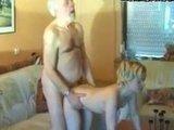 Молоденькая девочка и глубокий старик