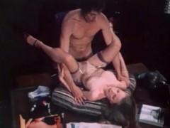 Подборка развратных сексуальных сцен из эротического ретро фильма
