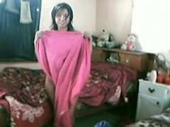 Молодая индианка не стесняется скрытой камеры и трахается с ухажером перед ней