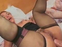 Давая возможность мощному члену мужика проникать во все свои дырки, порочная порно звезда преследовала определенную цель. На ее счастье, мужчина не смог проконтролировать себя и кончил внутрь!