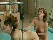 Гиг Порно грудастая брюнетка Секс двух моделей на глазах фотографа