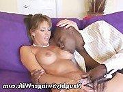 Неверная жена и ее новый черный любовник