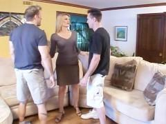 Гиг Порно  В последнее время зрелые бабы обожают проводить сексуально время с молодыми любовниками, считая такие встречи невероятно полезными. И эта подборка это подтверждает!